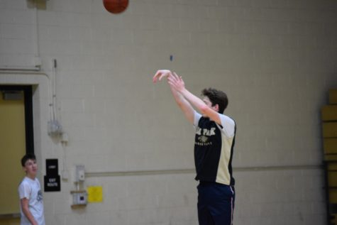 Senior basketball athletes look toward season end, future opportunities