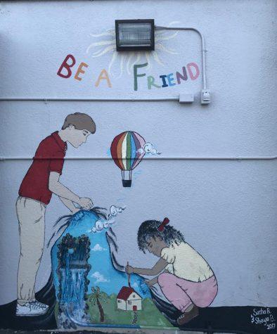 Seniors paint Serrania Elementary School mural