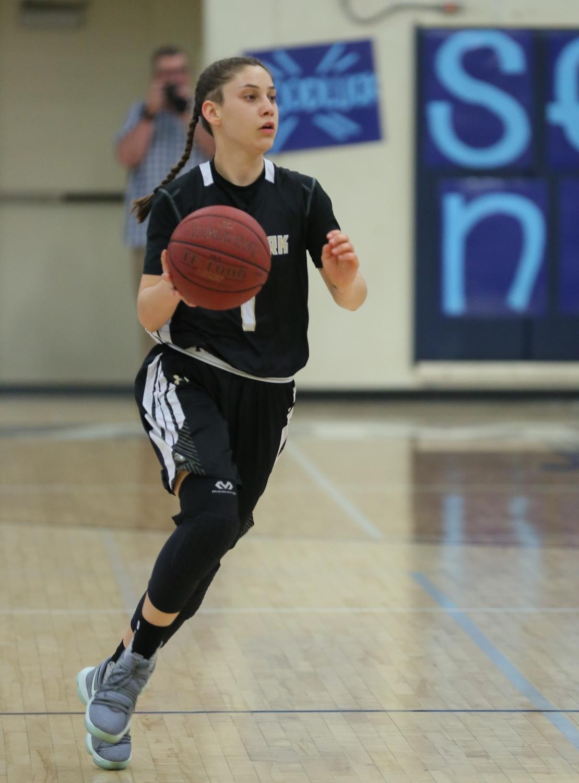 Amanda Lewin playing basketball.