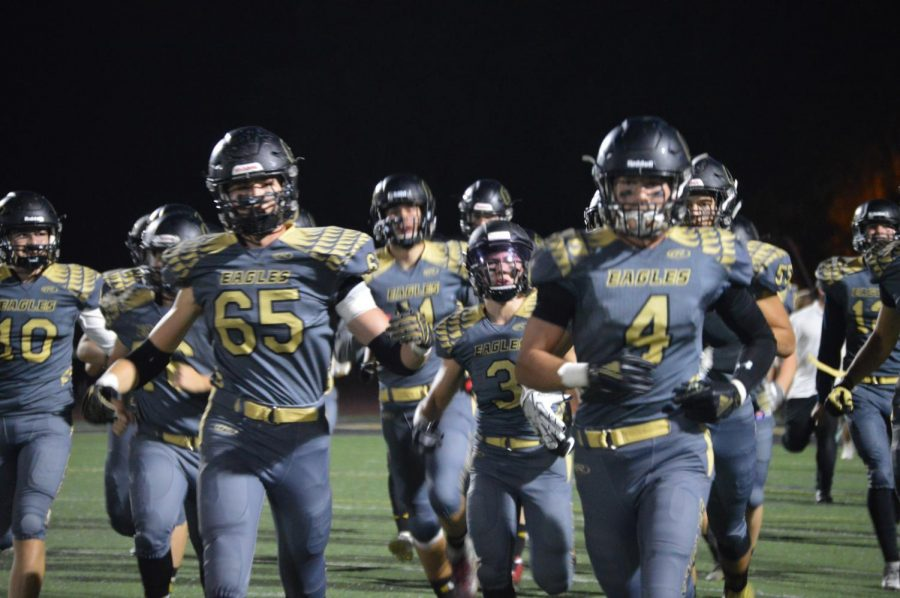 Oak+Park+Eagles+play+Brentwood+High+School+in+an+overtime+game+and+earn+win.+The+varsity+football+team+debuted+new+jerseys+for+homecoming+game