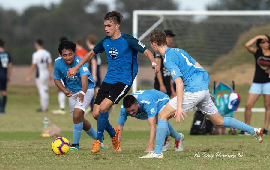 Senior+Quinn+Matulis+plays+mid-field+for+his+Real+So+Cal+Academy+team