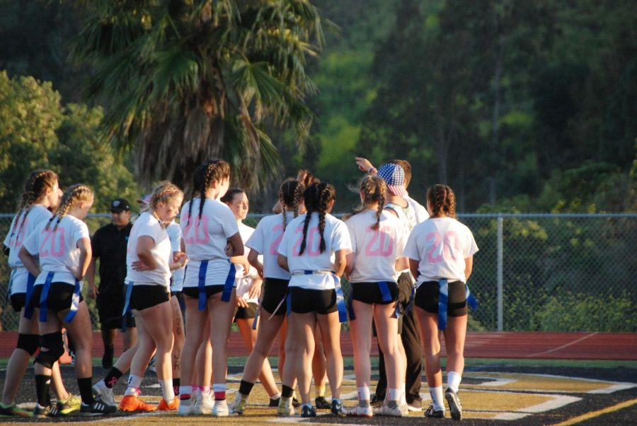 Seniors+faced+off+against+juniors+in+the+annual+Powderpuff+football+game%2C+both+sides+fired+up+and+motivated+to+win.