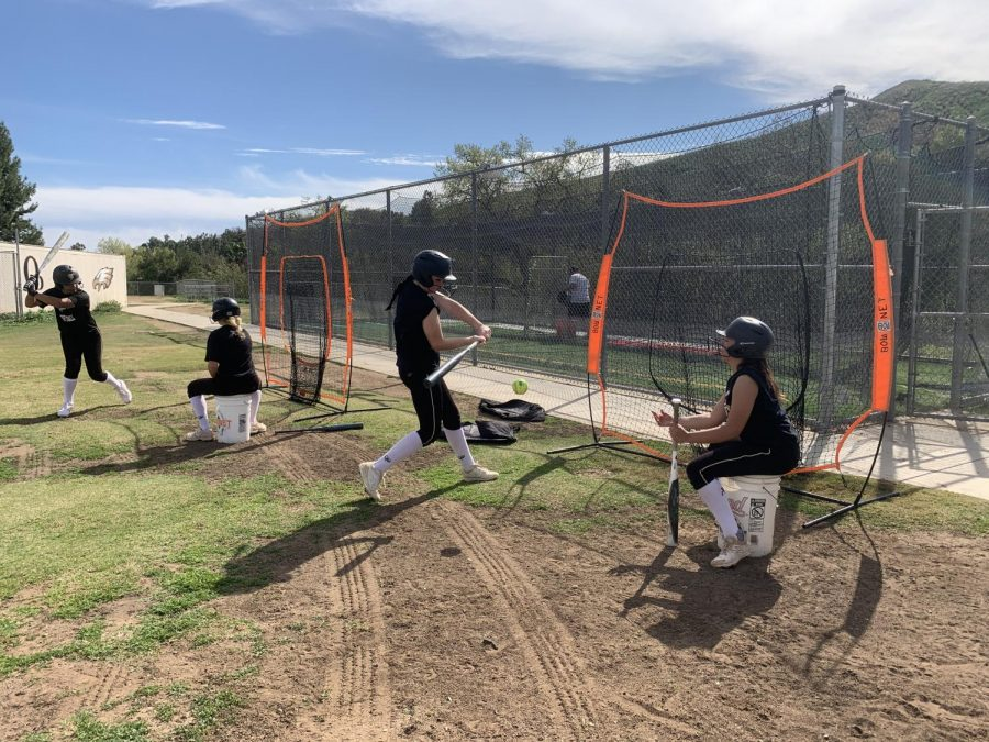 +Varsity+softball+team+practices+during+fifth+period.+The+team+is+getting+ready+for+their+game+against+Carpinteria.+